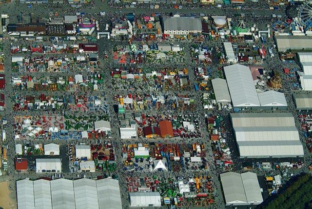 Фотография большой, возможно, торговой площади
